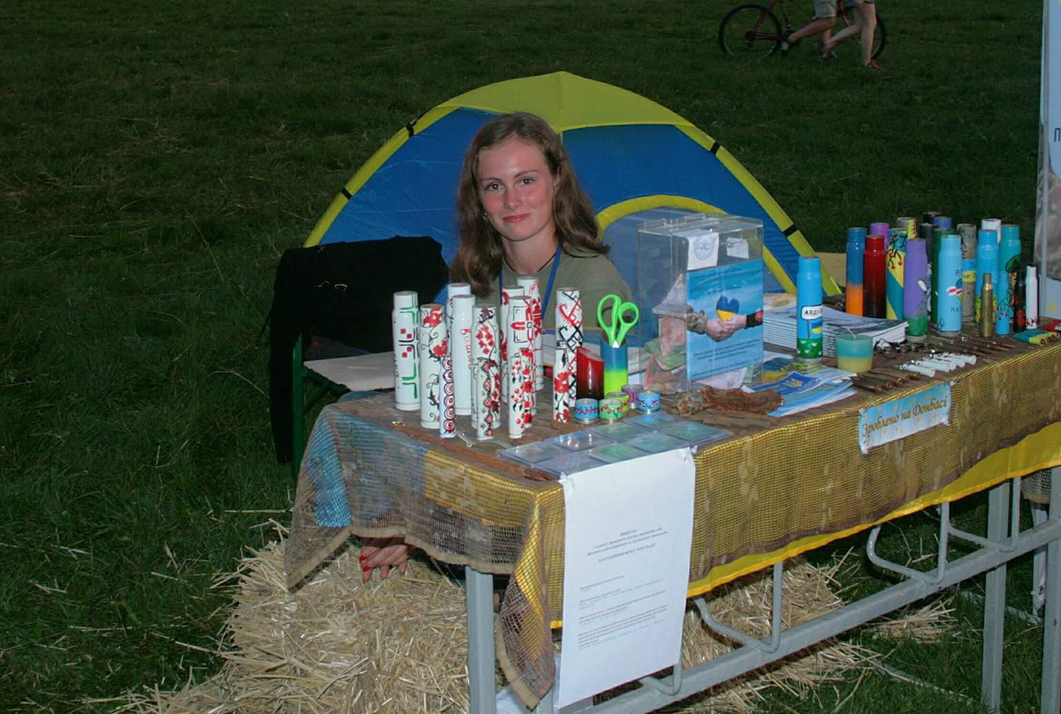 Благодійна крамничка на ярмарку фестивалю Бандерштат