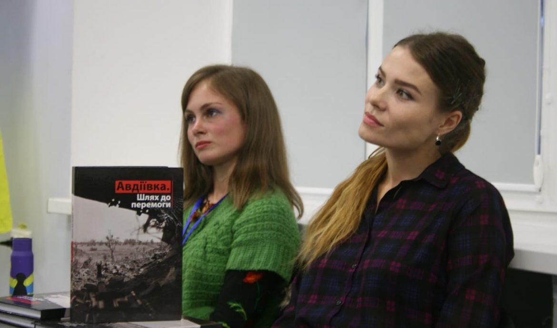 В Запоріжжі волонтери презентували книгу про Авдіївку