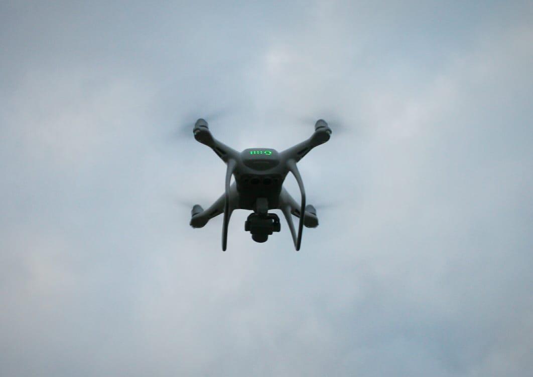 Безпілотник фантом в польоті
