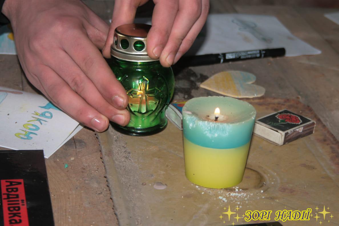 Свічка у бліндажі палає Вифлеємським вогнем