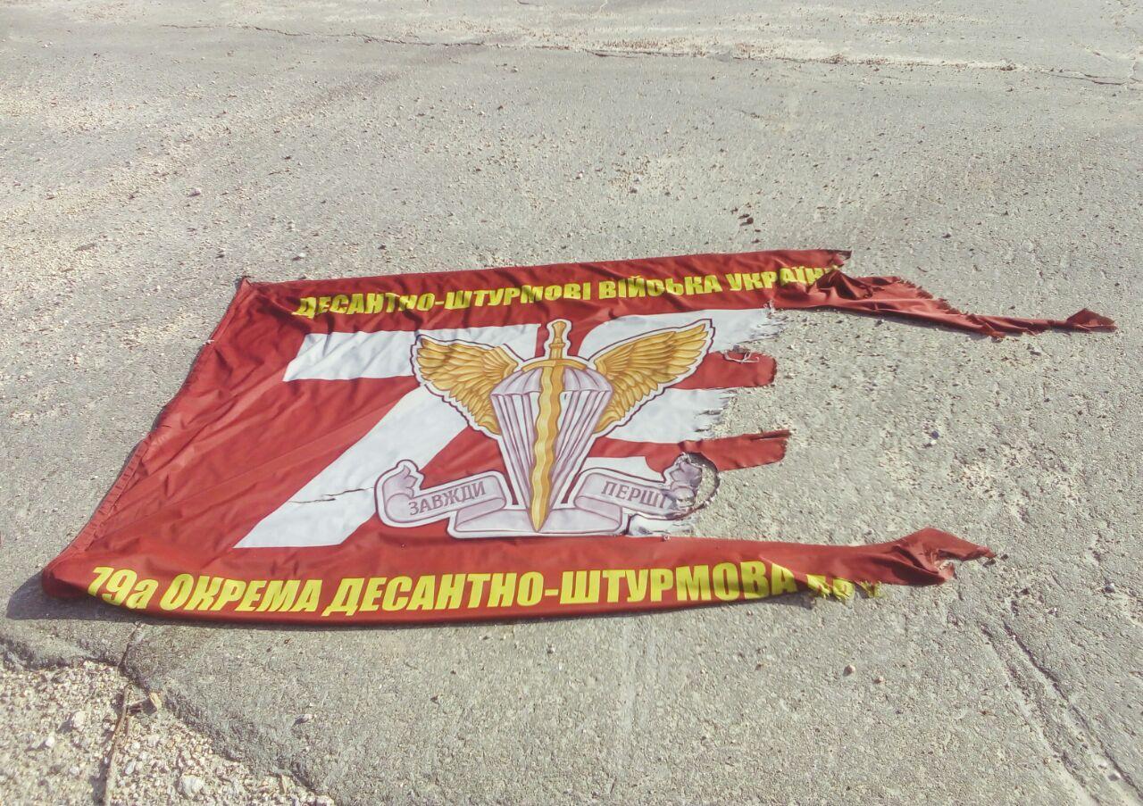 Старий прапор десантників поїде до музею