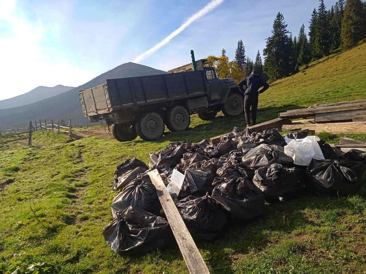 Вивіз сміття з еко-табору під Вухатим каменем